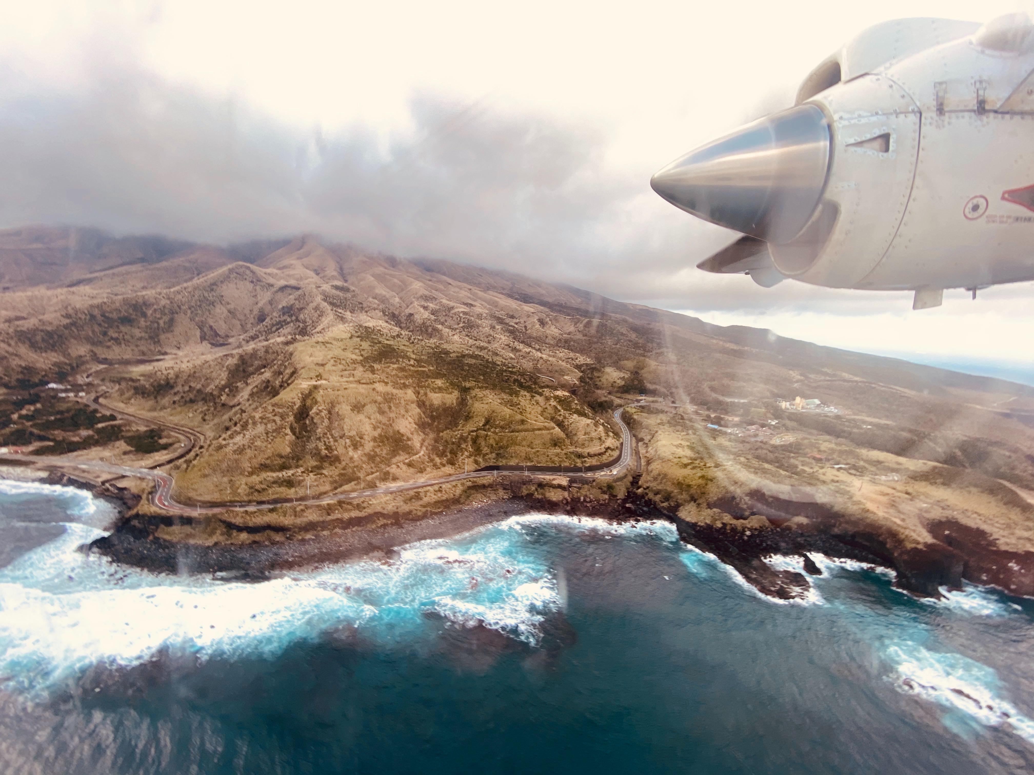 三宅島ドリームプロジェクトに向かう飛行機が到着する寸前の写真|bravesoft