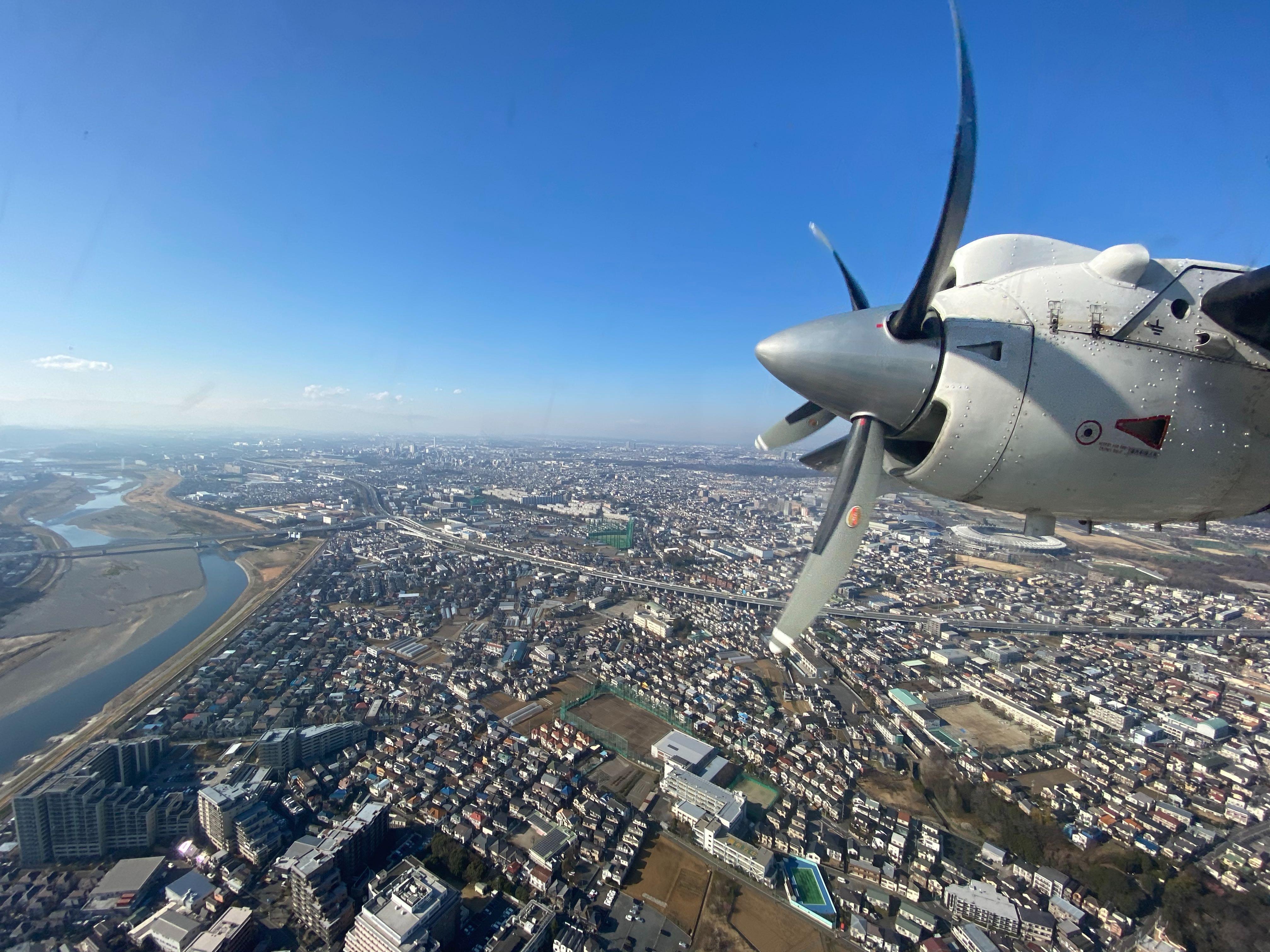 三宅島ドリームプロジェクトに向けて飛び立つ機内からの写真|bravesoft